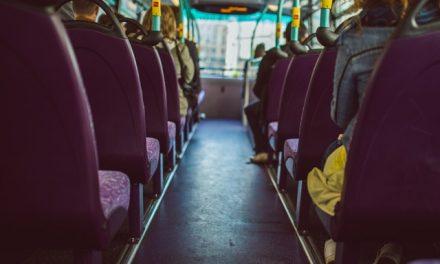 Komu ustąpić miejsca w autobusie?