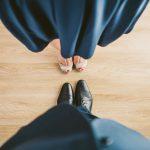 Zdejmowanie butów w gościach – kiedy można, a kiedy nie